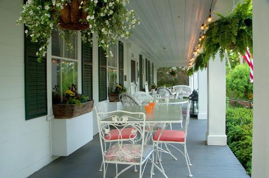 Wagener Estate Finger Lakes Bed & Breakfast: Front Porch