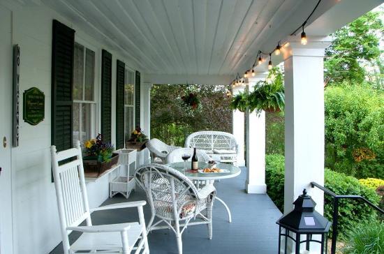 Wagener Estate Finger Lakes Bed & Breakfast: Evening