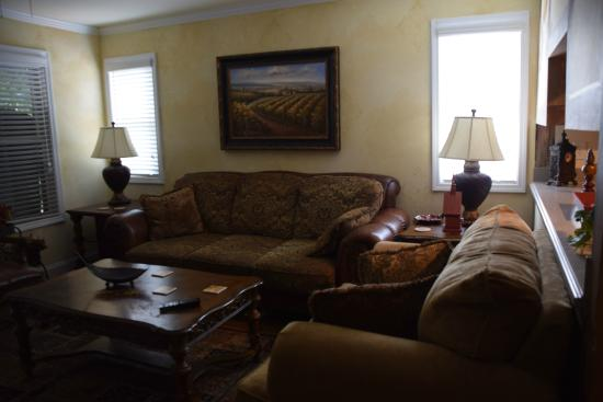 Black Forest B&B and Luxury Cabins: The living room area.