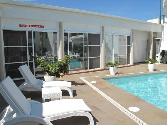 Hotel L'Algadir del Delta : Piscine-salle de sport