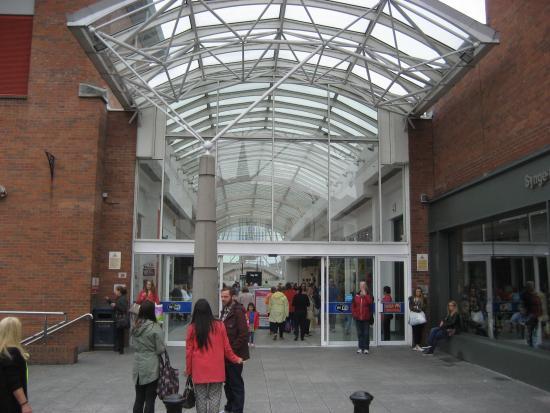 Foyleside Shopping Centre: One entrance