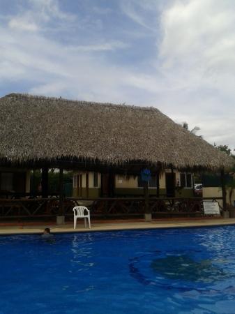 Guanacaste Lodge : piscina y area de desayuno