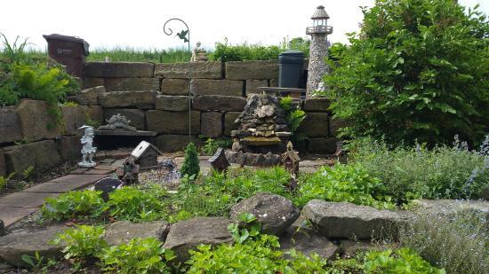 Garden Gate Get-A-Way Bed & Breakfast: Other garden view