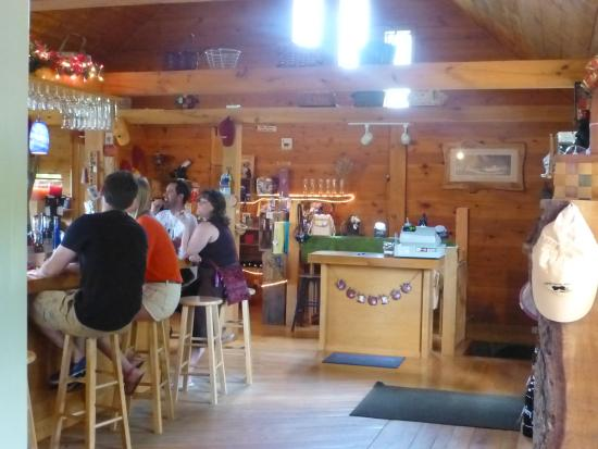 Chenango Forks, estado de Nueva York: Enjoying a tasty tasting