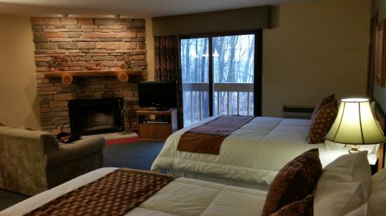 Rib Mountain Inn: Fireplace Kitchen Suite. Mountain View