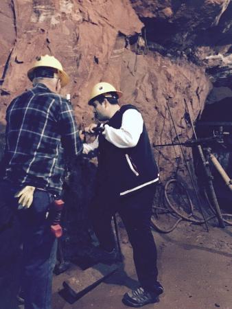 Bachelor - Syracuse Mine Tour : In the Mine