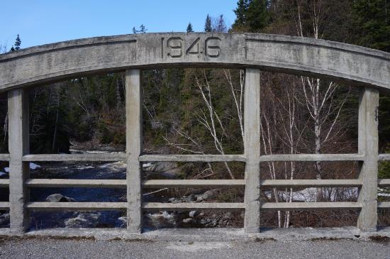 Middlebrook Cottages: An Old Bridge near the property.