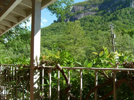 Falls Country Motel: View of Chimney Rock from 2nd level porch deck