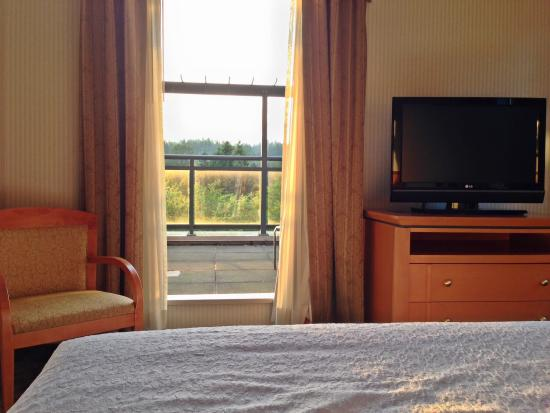 Holiday Inn Hotel & Suites North Vancouver: View of private balcony from the bed