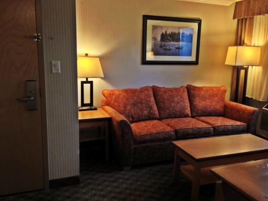 Holiday Inn Hotel & Suites North Vancouver: Sitting area