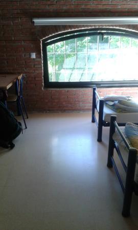 Albergue Rural Ruta del Ferro : Habitación de 4, dos camas y una litera con las dos camas plegables