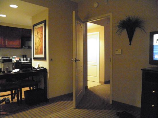 Homewood Suites Minneapolis - St Louis Park at West End : Dining Area View Bedroom Doorway