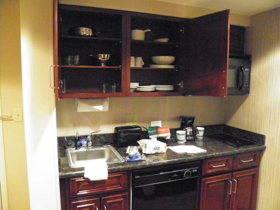Homewood Suites Minneapolis - St Louis Park at West End : Kitchen