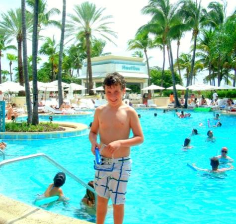 Loews Miami Beach Hotel: Best pool in South Beach and great pool service!