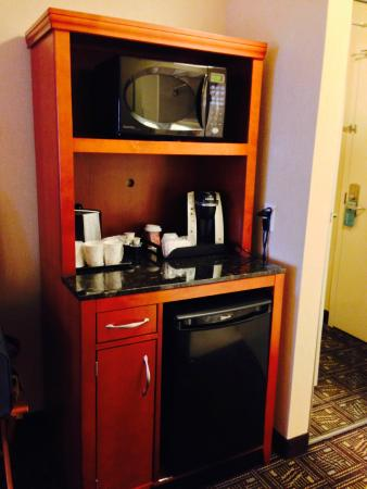 Hilton Garden Inn Niagara-on-the-Lake: Microwave, Coffee Machine & Mini Fridge