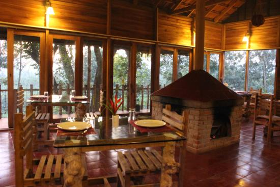 Coffee County Resort: fire place restaurant