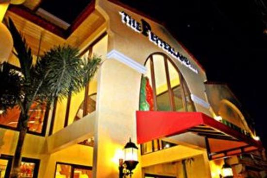 Pepperland Hotel: the facade