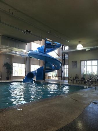 Comfort Inn & Suites Fort Saskatchewan: Pool and Waterslide
