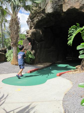 Bay View Mini-Putt And Zipline : The Cave