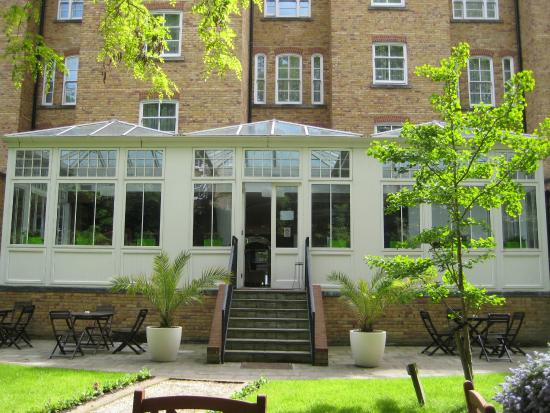Jardin del hotel picture of nh london kensington london for Jardines de kensington