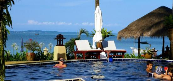 Amber Sands Beach Resort: Our swimming pool