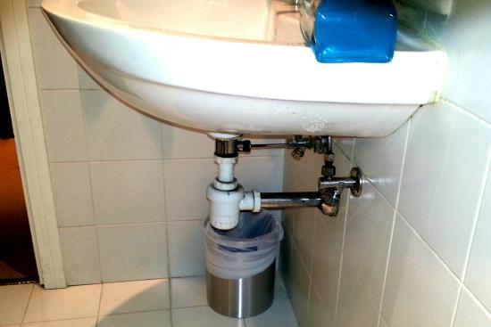 Terme di Saturnia Spa & Golf Resort: Il bagno non è all'altezza di un 5 stelle. È sporco e manca di corretta manutenzione.  L'odore d