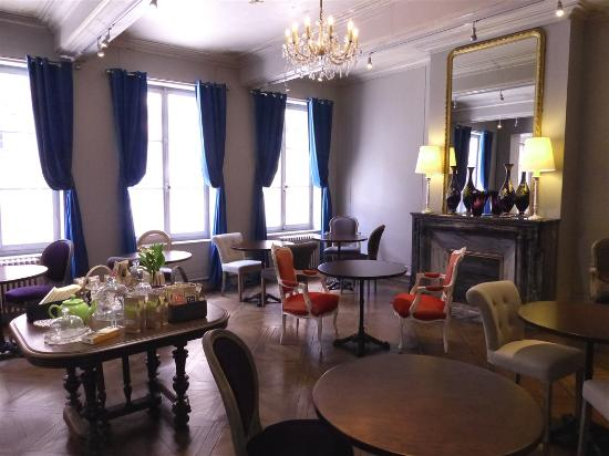 Salon de th picture of the au manoir pont l 39 eveque for Salon gastronomie pont l eveque