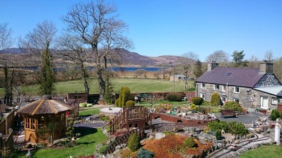 Old Mill Farmhouse: Garden railway and views