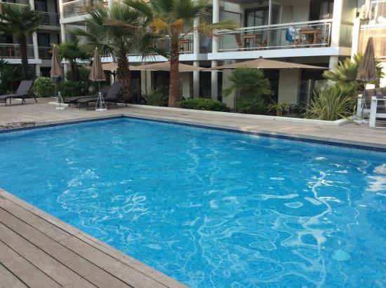 Clarion Suites Cannes Croisette: Piscine agréable