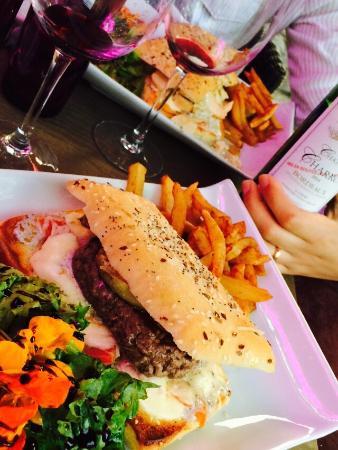 Le Petit Brunch : hamburger con foie gras e crema di tartufo...ottimo