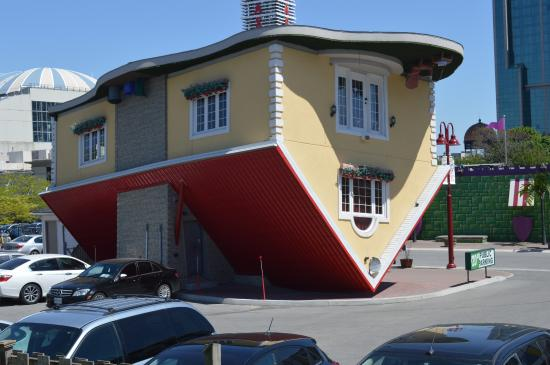 The truely upsidedown house picture of upside down house The upside house