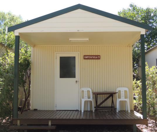 Bedrock Village Caravan Park: Comfy cabins