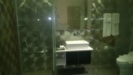 Signature Boutique Hotel: Bathroom