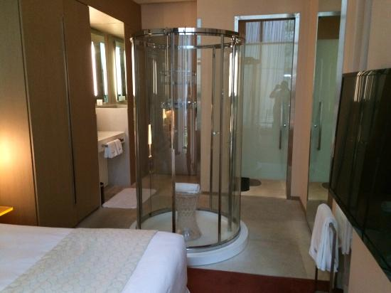 klapsons, The Boutique Hotel: Shower in the room