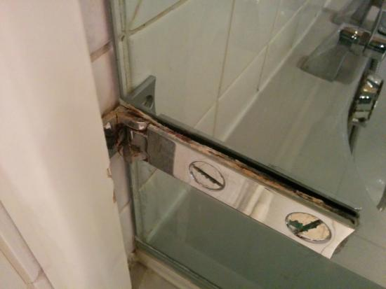 Joigny, فرنسا: pare douche salle de bain
