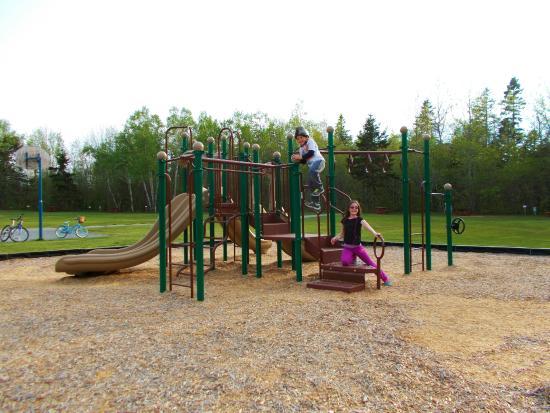 Hadley's Point Campground : NEW PLAYGROUND