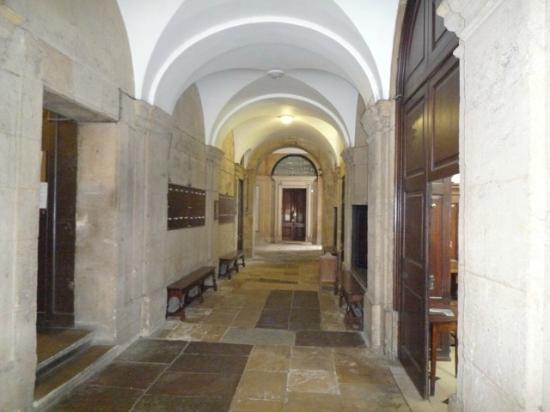Queen's College: hall