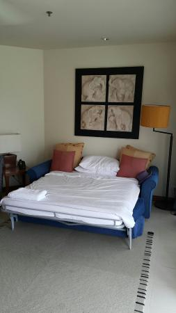 Laguna Holiday Club Phuket Resort: Nice view from the from with enough bed and space for our small family of 4 person
