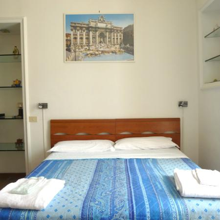 1 Step from St. Peter: bedroom