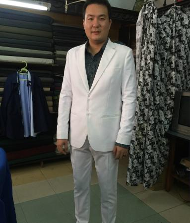 Tony The Tailor : White suit with black shirt/white dots