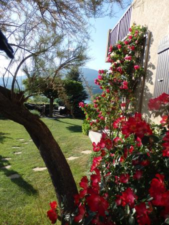 Hotel Les Chaumettes : l'entrée du jardin