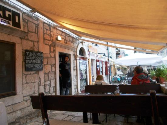 Korcula Island, โครเอเชีย: The Largo Restaurant on the Walls above 'The Frog'.
