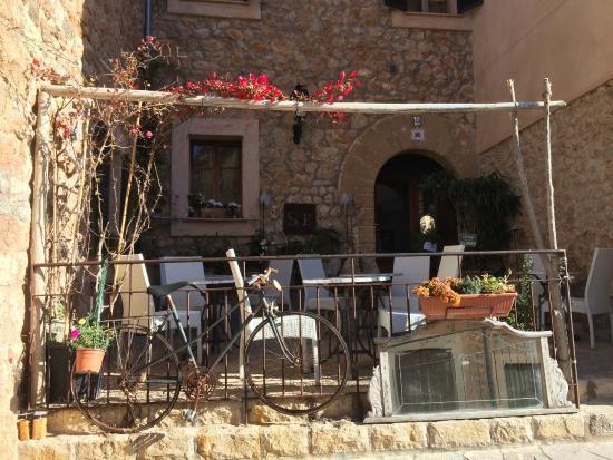 Son Borguny: Terrace / Entry
