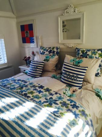 Spring Cottage Bed & Breakfast: The Blue room