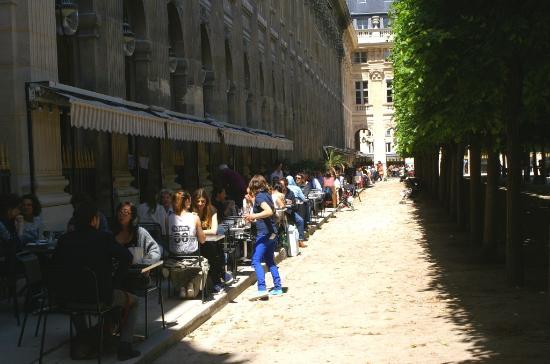 Galerie montpensier cot nord et restaurant picture of for Paris restaurant jardin