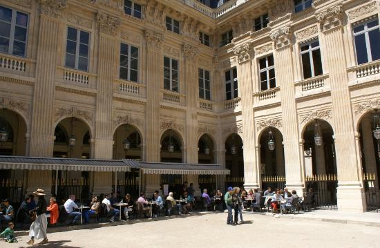 Galerie montpensier cot nord et restaurant picture of for Diner jardin paris