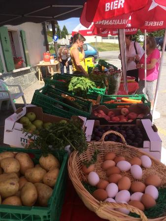 Le Vieux Châlet : marché produits locaux du samedi
