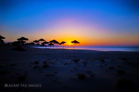 sunrise at beautiful Hammamet beach. #tunisia #hammamet #beach #adamtasimages #adam-tas