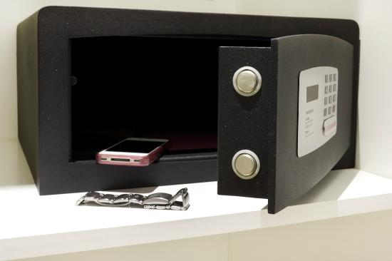 At Forty-One Luxury Suites & Rooms: safe