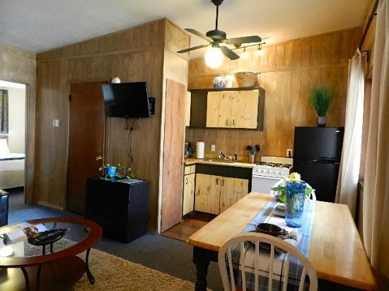 Hotel Ryland: Gibson Cabin 116- Kitchen